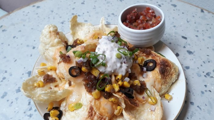 Dikemas Berkelas Ala Meksiko, Nikmati Sajian Emping Nachos di Kafe Joe & Dough