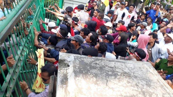 Klarifikasi Polisi Soal Aksi Dorong-dorongan Dengan Massa di Pengadilan Negeri Tangerang