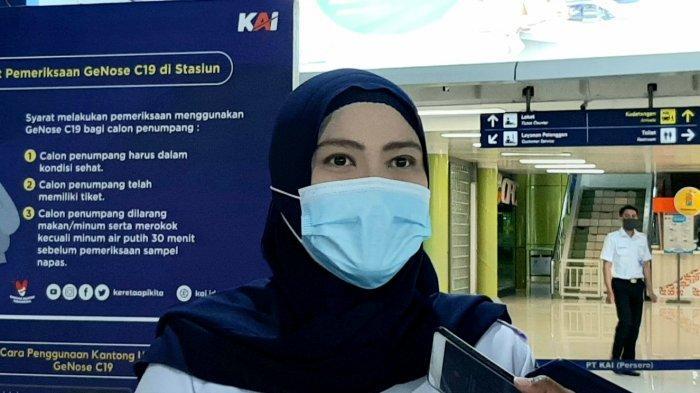 Kahumas KAI Daop I Jakarta, Eva Chairunisa, saat diwawancarai awak media, di Stasiun Gambir, Senin (15/2/2021).