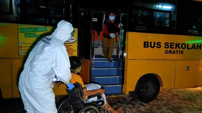Seminggu Terakhir, Jumlah Pasien Covid-19 yang Dievakuasi Naik Bus Sekolah Turun