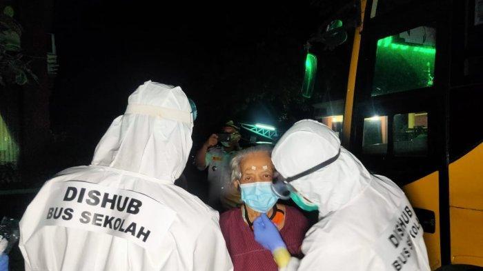 2 Awak Bus Sekolah DKI Terkonfirmasi Covid-19 Dibawa ke Rumah Sakit Darurat Wisma Atlet