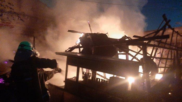 Imbas Kebocoran Gas, Lapak Nasi Goreng di Cakung Ludes Terbakar