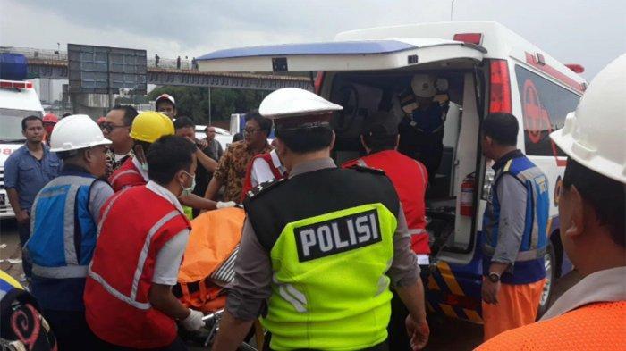 Satu Korban Tewas Tabrakan di Tol BSD Terjepit Kopling Dievakuasi Ekskavator, Sang Suami Menangis