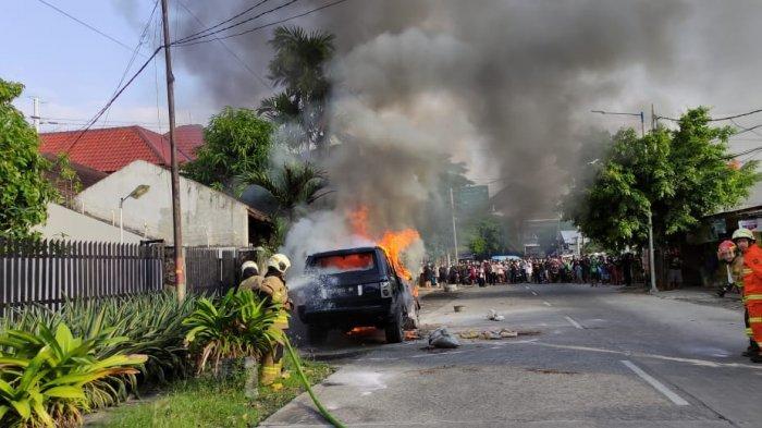 Satu Mobil Terbakar di Pulogadung Karena Kebocoran BBM, Kerugian Ditaksir Capai Rp 150 Juta