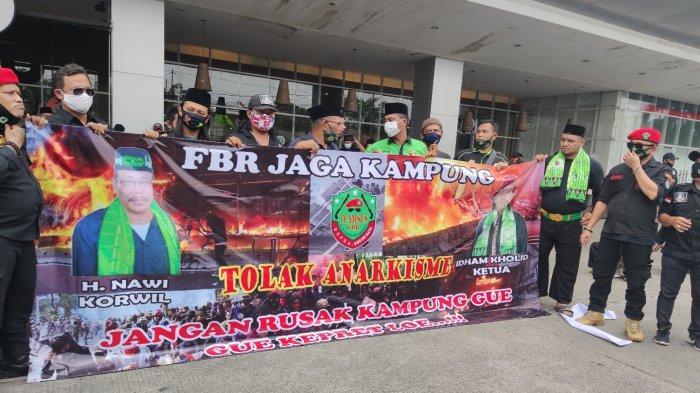 Ratusan Jawara di Depok Jaga Kampung Antisipasi Aksi Anarkisme Penolakan UU Cipta Kerja