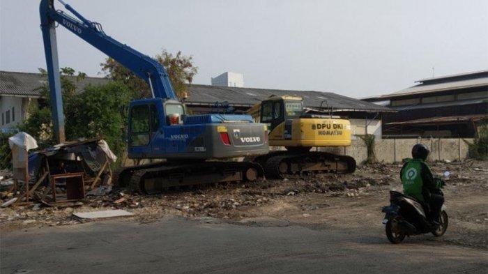 Dana Belum Cair, Pengerukan Saluran Air di Jalan Agung Perkasa 8 Sunter Jaya Berhenti