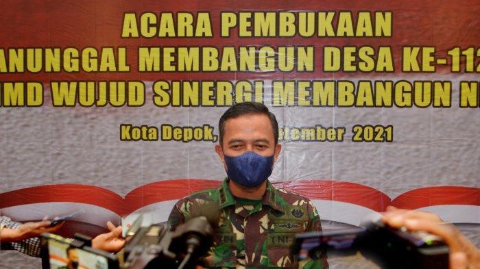 Kapendam Jaya Kolonel (Arh) Herwin Budi Saputra menghadiri pembukaan program TNI Manunggal Membangun Desa (TMMD) ke-112 di Ruang Serbaguna Gedung Balai Kota Depok, Rabu (15/9/2021).