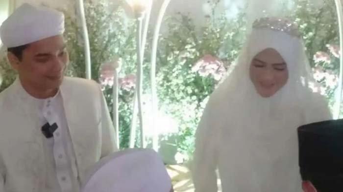 Foto pernikahan Alvin Faiz dan Henny Rahman yang beredar di medsos.