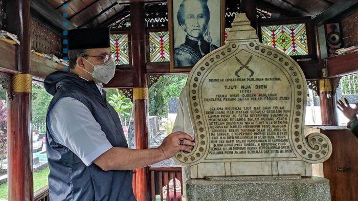 Kagum Keberanian Cut Nyak Dhien, Anies Baswedan Kunjungi Makam Pahlawan Asal Aceh di Sumedang