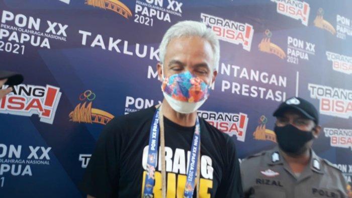 Gubernur Jawa Tengah, Ganjar Pranowo saat hadir di GOR Politeknik Penerbangan, Kota Jayapura, Minggu (3/10/2021) untuk memberikan dukungan langsung ke atlet Jawa Tengah di PON Papua.