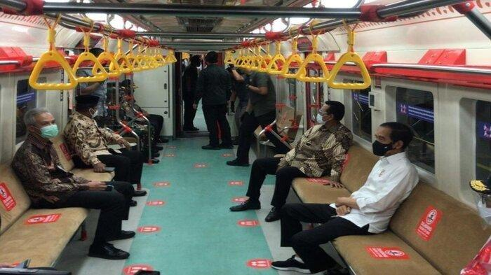 Presiden Jokowi Meledek Ganjar Pranowo saat Jajal KRL, 'Pak Gubernur Sundul Ya'