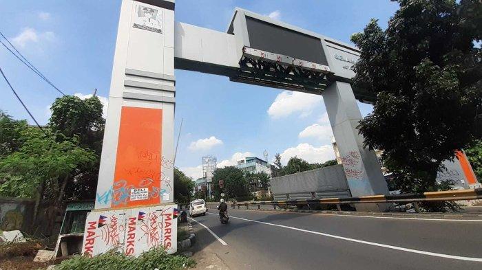 Gapura Perbatasan Tangsel Jakarta Tak Terurus, Jadi Sasaran Vandalisme dan Foto Airin Belum Dicopot