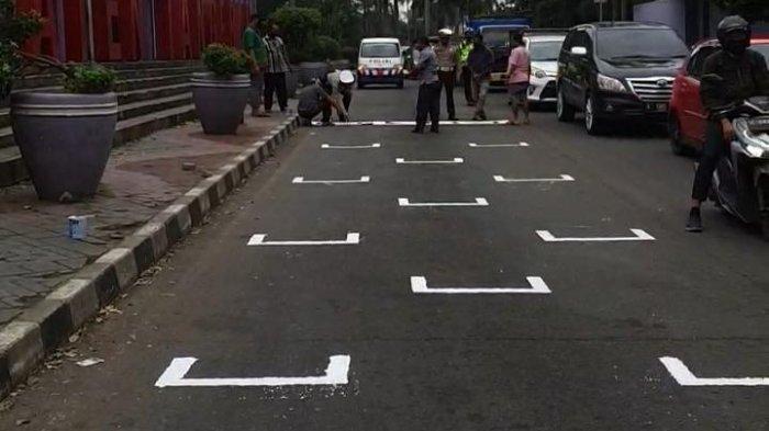 Unik, Ada Garis Pembatas Motor Mirip MotoGP di Tangerang