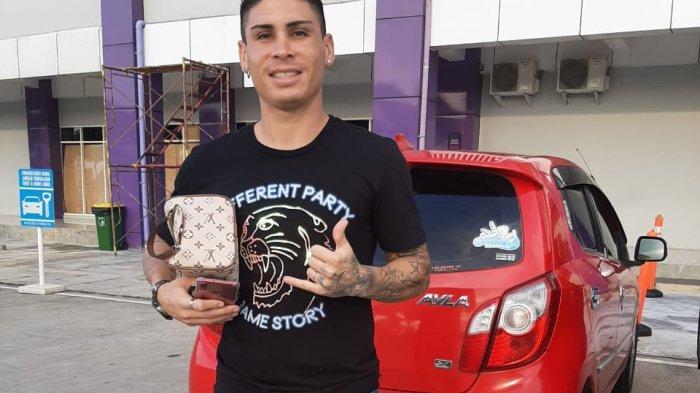 Gelandang Persita Tangerang Mateo Bustos Beberkan Kegiatan Selama di Kampung Halaman Argentina