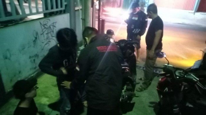 Simpan Puluhan Senjata Tajam, 13 Anggota Geng Motor di Jakarta Barat Diamankan