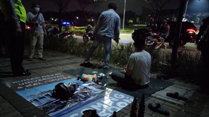 Apes, 4 Pria Sedang Asyik Pesta Miras di Pinggir Jalan Tangerang Diciduk Polisi Patroli