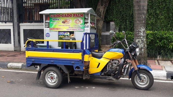 Suasana gerobak motor Gado-gado Palm di Jalan Suwiryo, Menteng, Jakarta Pusat pada Kamis (22/10/2020).