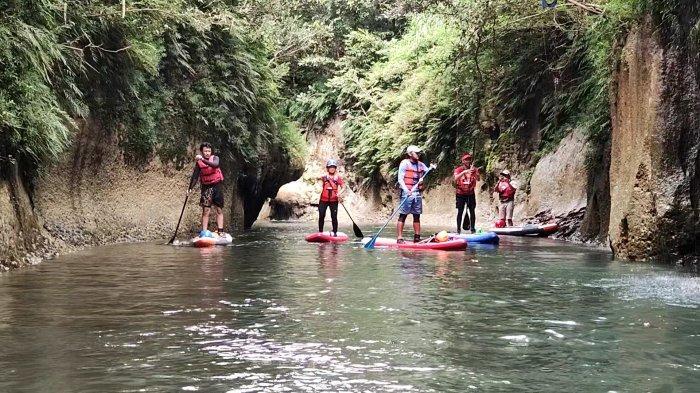 Menyusuri Keindahan Sungai Batu Lumpang Bersama Komunitas Pecinta Stand Up Paddle Board