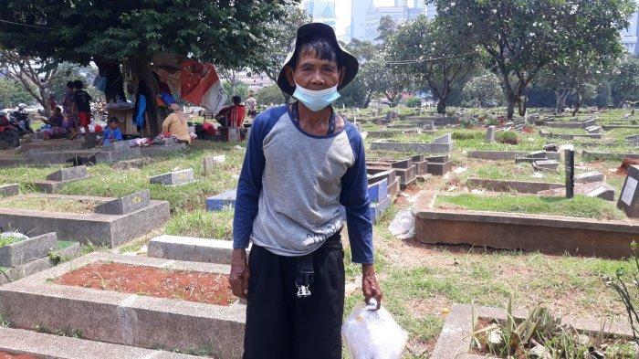 Cerita Gino, Kakek Penjaga Makam Menteng Pulo: Sedang Nabung Biaya Kuliah S2 Anak Bungsu