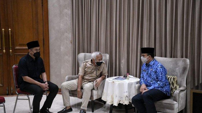 Gubernur DKI Jakarta Anies Baswedan bertakziyah ke rumah duka mertua SBY, Sunarti Sri Hadiyah pada Senin (20/9/2021).