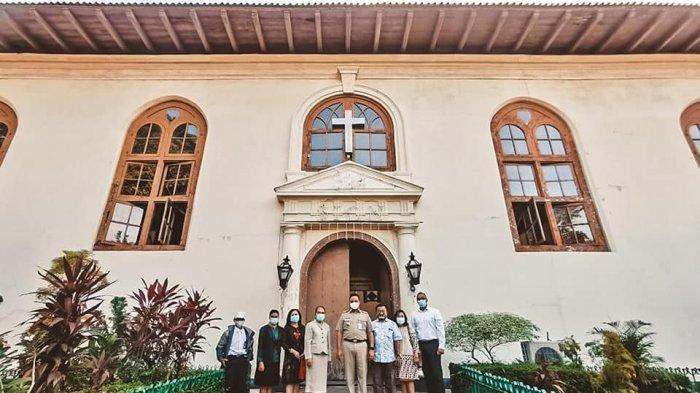 Anies Takjub Lihat Gereja Tertua Asia di Jakarta, Naik Altar Hingga Penasaran dengan Orgel Abad 19