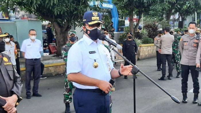 Gubernur DKI Jakarta Anies Baswedan saat memberikan keterangan terkait PPKM darurat di Polda Metro Jaya, Jakarta Selatan, Jumat (2/7/2021).