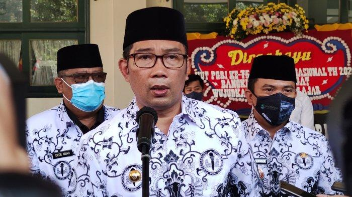Gubernur Jawa Barat, Ridwan Kamil, dijumpai wartawan saat perayaan Hari Guru Nasional 2020 di Sekolah Cakra Buana, Pancoran Mas, Kota Depok, Rabu (25/11/2020)