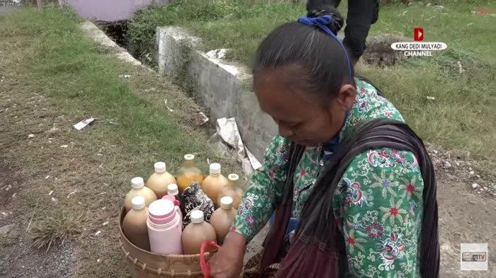 Penjual jamu gendong di Karawang yang dagangannya diborong oleh pria misterius mengaku bernama Haji Udin dari Majalengka.