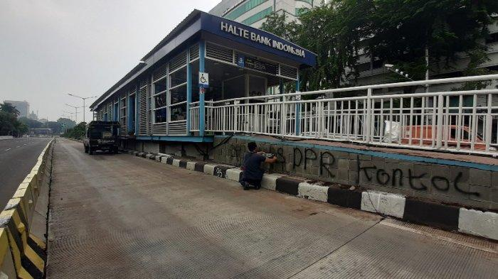 Halte Transjakarta Bank Indonesia Sedang Diperbaiki Pasca-Kericuhan, Begini Kondisinya