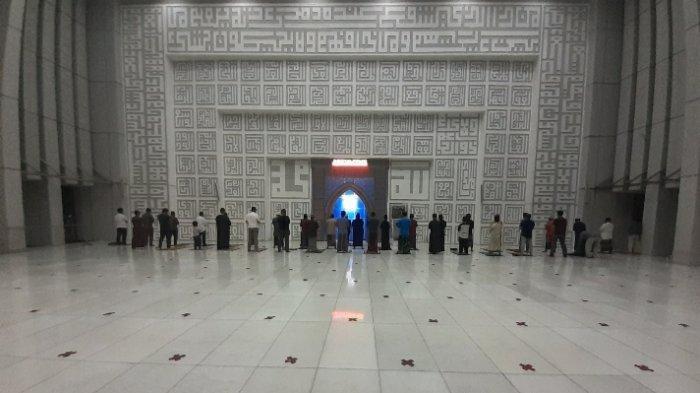 Pandemi Covid-19, Hari Pertama Salat Tarawih di Masjid Pemkot Tangsel Sepi