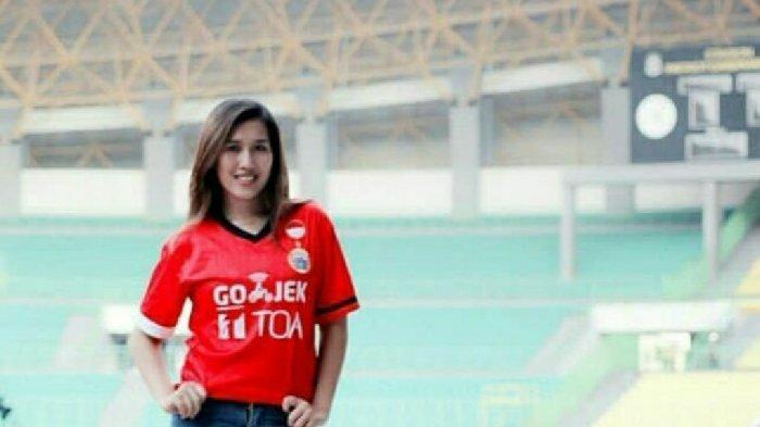 Kisah Jak Angel Cantik Hasti Mewa Ayu: Takjub Lihat Atmosfer GBK, Dukung Persija Hingga ke Palembang