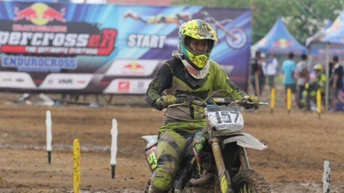 Pernah Mikir Aneh Helm Motocross Kok Monyong? Kepoin Nih Penjelasannya