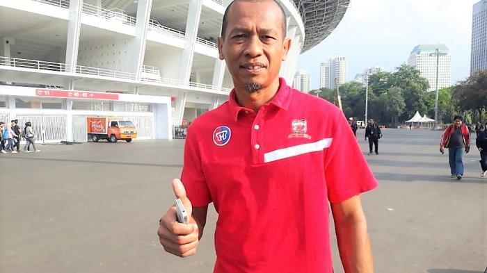 Hendro Kartiko selaku pelatih Kiper Madura United FC di GBK