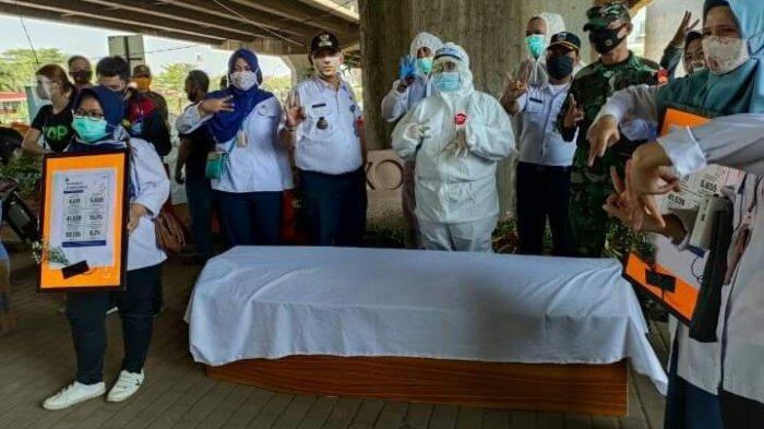 Viral di Media Sosial Hukuman Masuk Peti Jenazah Bagi Warga Tak Pakai Masker, Camat Cilandak: Hoaks
