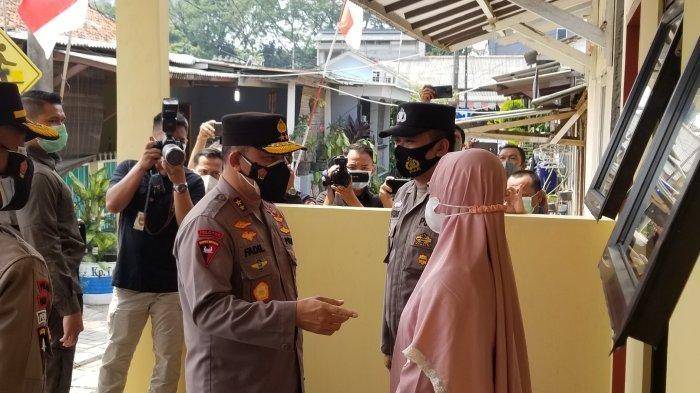 Kapolda Metro Jaya, Irjen Pol Mohammad Fadil Imran bersama Kapolres Metro Tangerang Kota, Kombes Pol Deonijiu De Fatima meninjau asrama Polri yang baru saja diresmikan sejak hangus terbakar api pada tahun lalu, Kamis (14/10/2021).