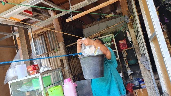 Melihat Warung Kerekan di Kampung Kebalen: Pesan Makanan Mesti Teriak, Dikerek Pakai Ember