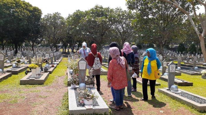 Peringati HUT Kemerdekaan RI, Ibu-ibu Asal Manggarai Ziarah ke Makam Ani Yudhoyono &  Ainun Habibie