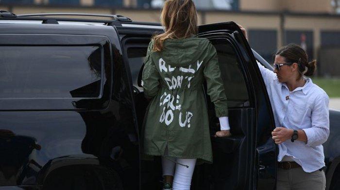 Begini Pembelaan Trump Soal Melania Kenakan Jaket Bertuliskan 'I Really Don't Care, Do U?'