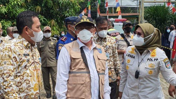 Wali Kota Depok, Mohammad Idris, saat meninjau pelaksanaan Gebyar Vaksinasi di Kantor Kecamatan Bojongsari, Kota Depok, Kamis (2/9/2021).