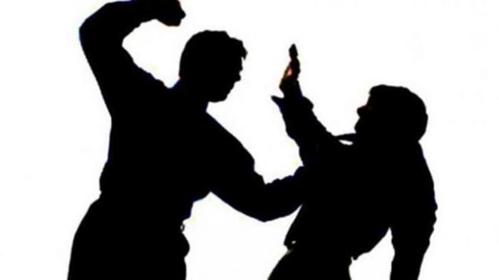 Besi versus Parang, Duel Anak Lawan Bapak Ini Buat Keduanya Sama-sama Terkapar