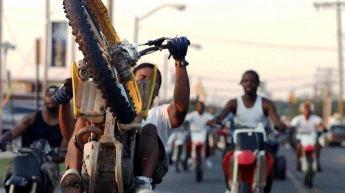 Trauma, Darma Pemilik Warung Pecel Lele yang Diacak-Acak Geng Motor Masih Enggan Lapor ke Polisi