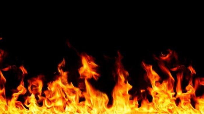 Seorang Wanita Nekat Terobos Kobaran Api Demi Selamatkan Pacarnya, Keduanya Luka Bakar