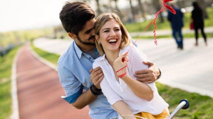 Ramalan Zodiak Cinta Senin 12 April 2021, Ada yang Temukan Rasa Nyaman dalam Pelukan Kekasih