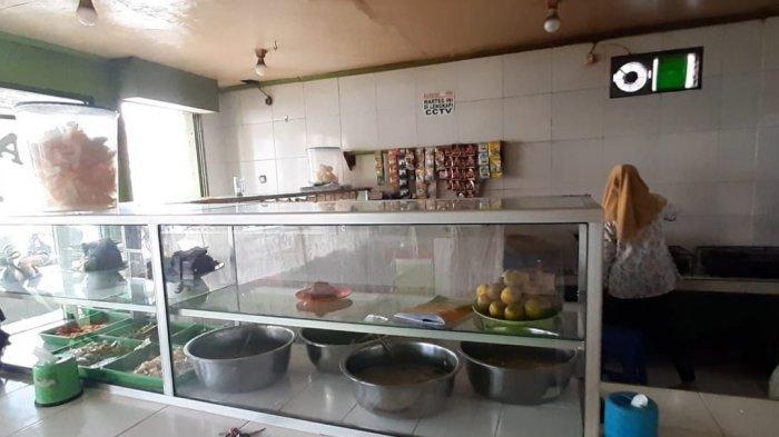 Ria, karyawan warung nasi yang disiram air oleh pelanggan yang tak mau membayar, Jumat (29/1/2021).