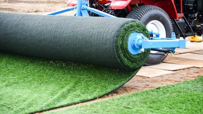 Pemasangan rumput Zoysia Matrella di lapangan latihan JIS, dimana rumput yang sama akan digunakan di stadion JIS