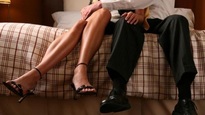 Niat Mudik Hindari Corona dan Beri Kejutan, Pria Ini Malah Pergoki Istrinya Selingkuh dengan Kades