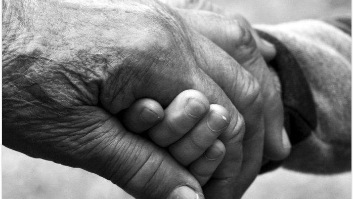 Selain Rutin Kirim Doa, Ini 3 Amalan yang Dapat Menyelamatkan Orangtua dari Siksa Kubur