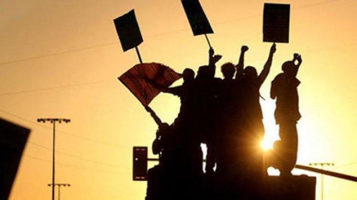 Polisi Bubarkan Paksa Unjuk Rasa Ormas di Depan PT Suzuki
