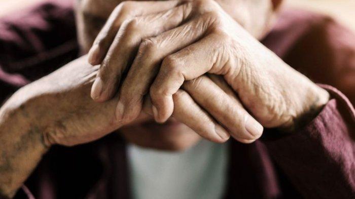 Rawat Anak yang Lumpuh, Nenek Karjiyem Banting Tulang Jual Sayur Meski Dapat Rp 10 Ribu Per Hari