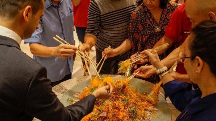 Semarak Imlek Dengan Tradisi Yee Sang di Sheraton Grand Gandaria City